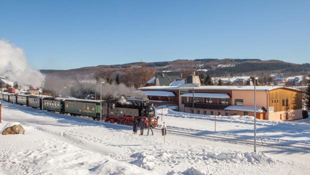 Pension im Winter mit Fichtelbergbahn